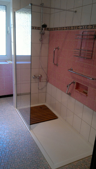 umbau wanne zu dusche umbau badewanne zu barrierearmer dusche wanne zur dusche badbarrierefrei. Black Bedroom Furniture Sets. Home Design Ideas